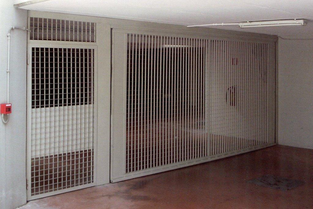 Porte basculanti Velox A griglia cantiere 563